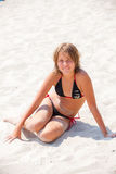 avslappnande barn för strandflicka Fotografering för Bildbyråer
