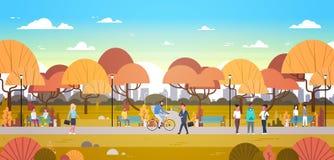 Avslappnande det fria för folk i Autumn Urban Park Over City horisontbakgrund som går ridningcykeln och meddelar stock illustrationer