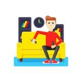 Avslappnande hemma på soffan Fotografering för Bildbyråer
