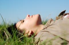 avslappnande kvinna Arkivbild