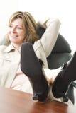 avslappnande kvinna för affär Arkivbild