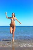 avslappnande kvinna för strand Royaltyfri Fotografi