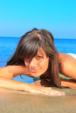 avslappnande kvinna för strand Royaltyfri Bild