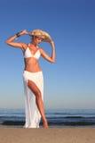 avslappnande kvinna för strand Royaltyfria Bilder