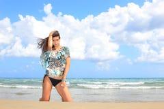 avslappnande kvinna för strand Royaltyfria Foton