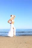 avslappnande kvinna för strand Royaltyfri Foto