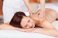 Avslappnande massage Arkivfoton