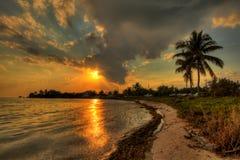 Avslappnande reflexioner - solnedgång över de Florida tangenterna Arkivbild