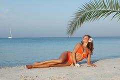 avslappnande semesterkvinna Royaltyfri Fotografi