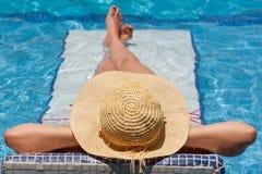 avslappnande simning för underlagpöl Arkivbild