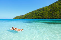 Avslappnande tropisk havsemester royaltyfri fotografi
