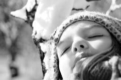 avslappnande vinter för flicka Royaltyfri Bild