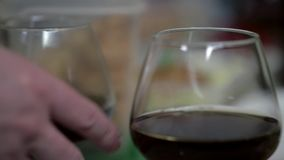 Avsmakningexponeringsglas av Cognac stock video