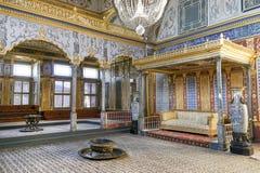 Avsnitt för harem för biskopsstolrum inre av den Topkapi slotten, Istanbul, Turkiet arkivfoto