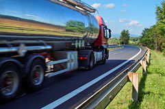 Avspegla lastbilen för landskapkrombehållare Royaltyfri Foto