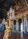 Avspeglar korridoren av den Versailles slotten Frankrike Royaltyfria Bilder