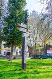 Avstånd i kilometer i Kazimierz Dolny i Polen visningavstånd till andra stad Arkivfoton