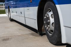 Avståndsbussar i parkeringshuset Royaltyfria Bilder