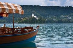 avtappad kyrklig lake Arkivfoton