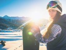 Avventura agli sport invernali Ragazza dello Snowboarder Immagini Stock Libere da Diritti