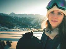 Avventura agli sport invernali Ragazza dello Snowboarder Immagini Stock