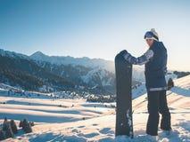 Avventura agli sport invernali Ragazza dello Snowboarder Fotografie Stock Libere da Diritti