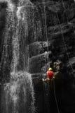 Avventura alla cascata Fotografia Stock Libera da Diritti