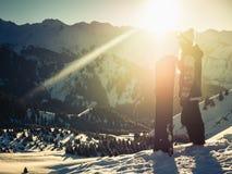 Avventura alla montagna di inverno Ragazza dello Snowboarder Fotografia Stock