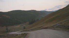 Avventura che fa un'escursione fondo di turbine rivelante della natura di estate della valle della strada del paesaggio il bello Immagini Stock Libere da Diritti