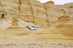 Avventura fra le formazioni lapidate della sabbia Fotografia Stock