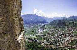 Avventura rampicante nelle montagne italiane Immagine Stock