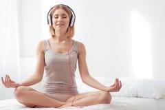Avverka fred och wellness royaltyfri bild