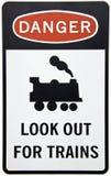 Avvertendo per il segno dei treni immagini stock libere da diritti