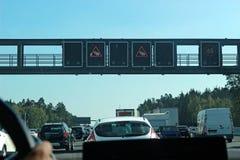 Avvertimento di congestione su una strada principale multipista tedesca immagini stock