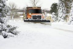 Avvicinamento dell'aratro di neve Immagine Stock