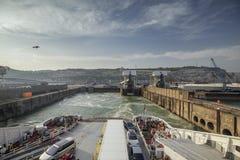 Avvikelse av korsningen färja i Dover Port arkivfoton
