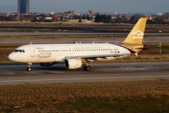 Avvikelse för nivå för passagerare för libyerflygbolagflygbuss A320 5A-LAK på den Istanbul Ataturk flygplatsen arkivbild
