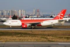 Avvikelse för nivå för passagerare för Qeshm Air flygbuss A300 EP-FQM på den Istanbul Ataturk flygplatsen arkivfoton