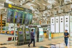 Avvikelsebräde i den Changi flygplatsen Avvikelse Hall Singapore Royaltyfria Foton
