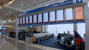 Avvikelseportar på Dallas Fort Worth Airport - DALLAS, USA - JUNI 20, 2019 arkivfilmer