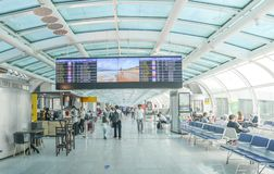 Avvikelsevardagsrum på Rio de Janeiro, Brasilien ` s Santos Dumont Airport som servar inhemska flyg arkivfoto