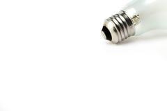 Avviti la lampadina adatta su un fondo bianco Immagine Stock