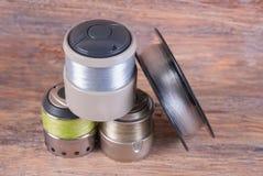 Avvolga la ferita con una linea di pesca per la bobina di filatura Priorità bassa di legno fotografia stock
