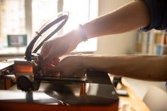 Avvolto in riparando stampante 3D Immagini Stock Libere da Diritti