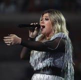 Award-winningsuperstar Kelly Clarkson Grammy singt während US Open-Premiere-Tat 2018 in der nationalen Tennis-Mitte in New York stockbilder