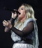 Award-winningsuperstar Kelly Clarkson Grammy singt während US Open-Premiere-Tat 2018 in der nationalen Tennis-Mitte in New York lizenzfreies stockbild