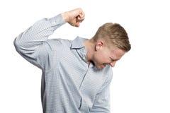 Wściekły biznesmen w kryzysie z pięścią w powietrzu. zdjęcia stock
