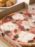 away tomat för take för pizza för askostpesto arkivfoton