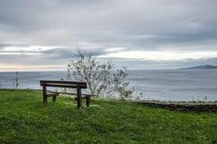 Ławka patrzeje nad Cantabrian morzem Obrazy Stock