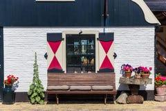 Ławka przed domem w Oudeschild Fotografia Stock